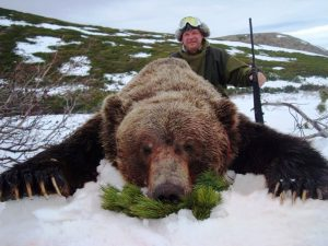 Konstantin Ponimasov, guided brown bear hunt with Kulu Safaris in Magadan, Russia