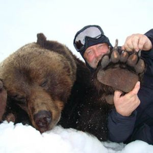 Woltan Coran brown bear's paw in Magadan, Russia with Kulu Safaris