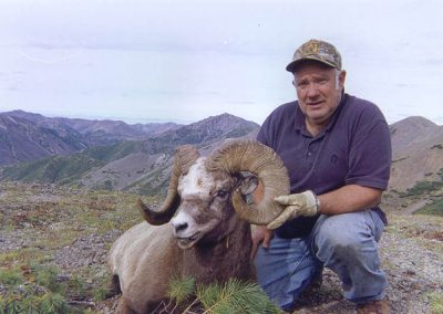 Snow sheep hunt in Magadan, Russia with Kulu Safaris